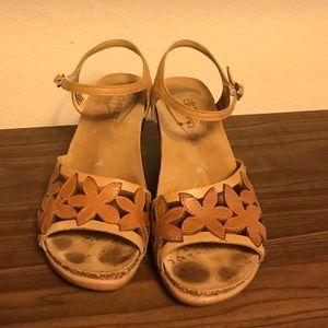 Adorable dansko sandals!